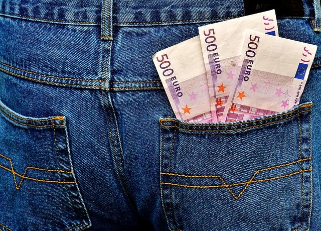 peníze v zadní kapse