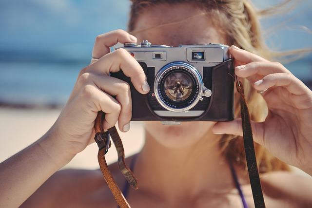 dívka s fotoaparátem