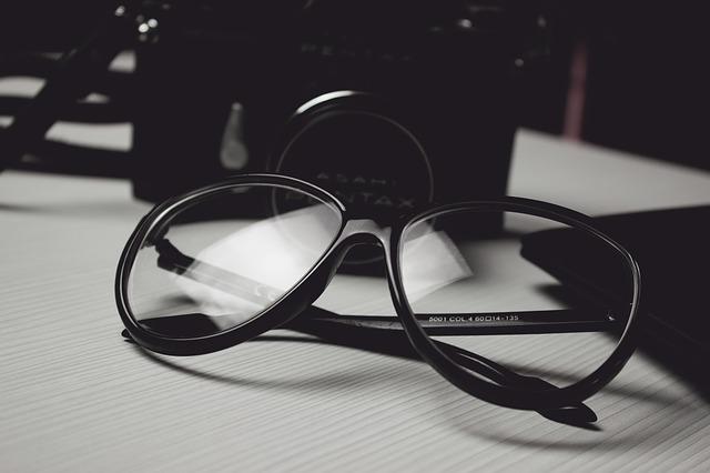 černé brýle