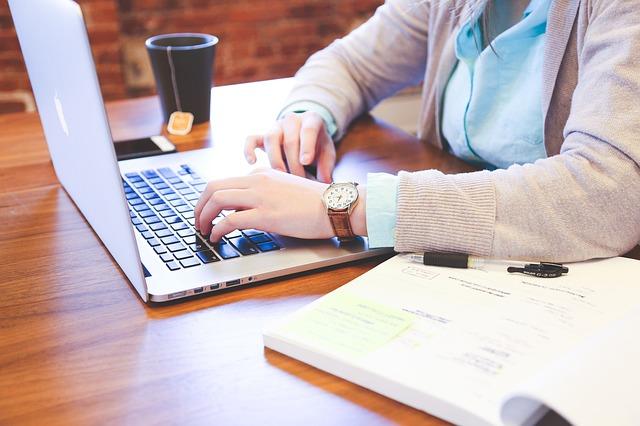 psaní na počítači